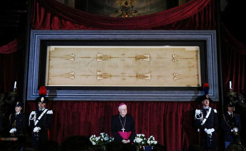 Update: Pope offers blessing for Holy Saturday online showing of Shroud of Turin
