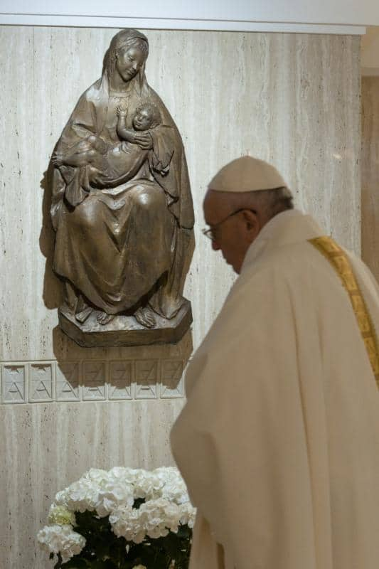 Pope says living faith without sacraments, community is dangerous