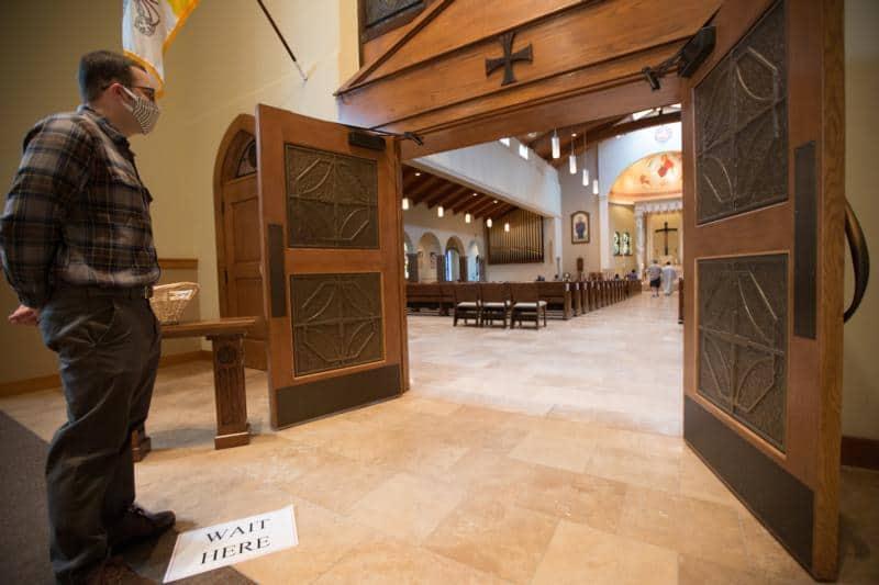 Read more about the article Diócesis en EE. UU., Canadá emiten protocolos para reapertura de iglesias