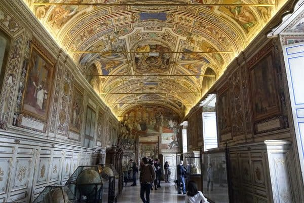 Vatican Museums, archive, library prepare to reopen