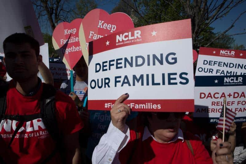 Corte ordena a administración Trump aceptar nuevas solicitudes de DACA
