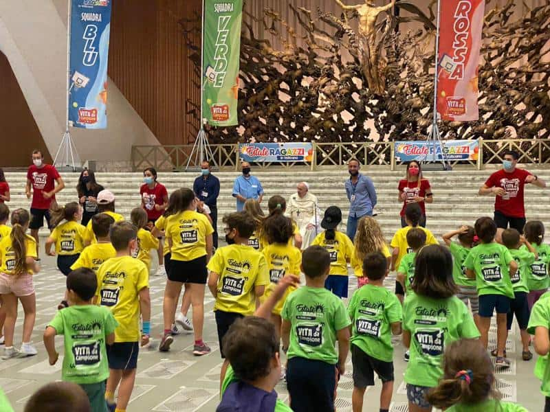 Read more about the article Pope makes surprise visit to summer camp for kids of Vatican employees
