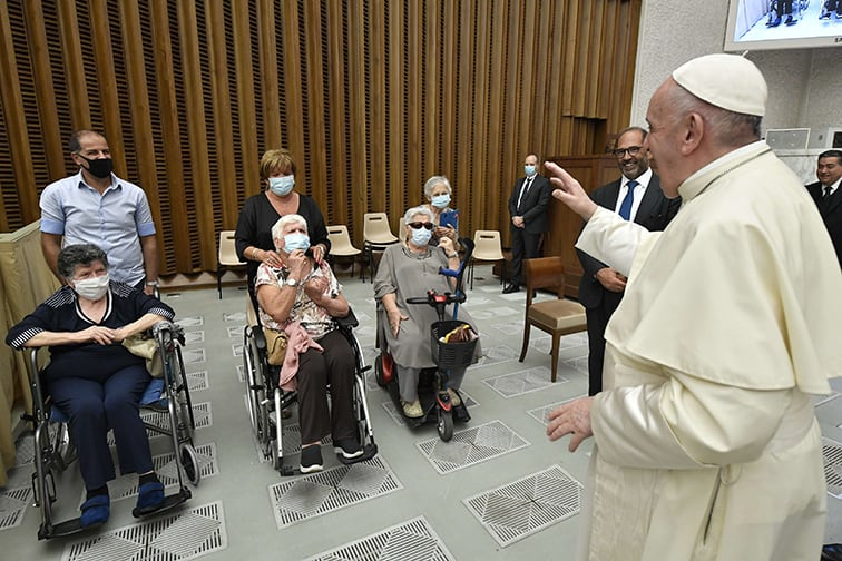 Read more about the article Lack of money shouldn't impede health care, pope says