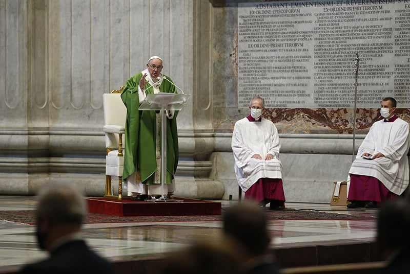 Faith requires risks, helping others, pope says at Mass
