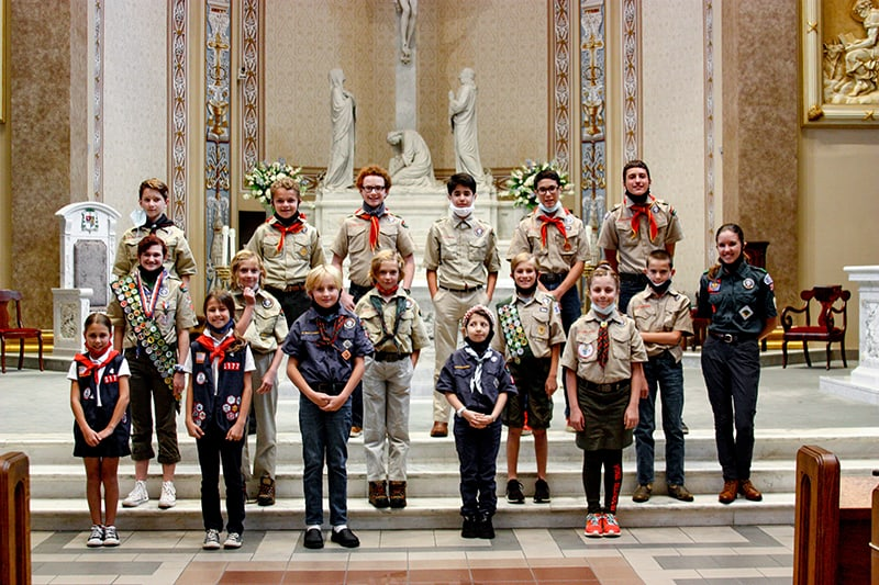 Catholic Committee on Scouting presents religious emblems