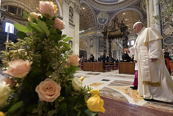 Christ's victory over death proclaims a second chance for all, pope says