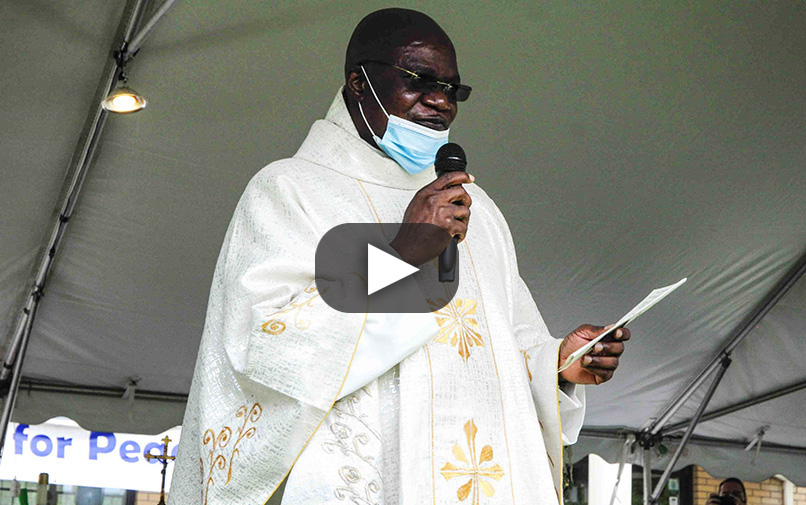 Read more about the article A multicultural jubilee celebration for Father Theo Ebulueme