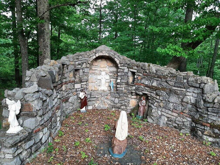 Read more about the article Backyard grotto inspired by iconic Notre Dame landmark