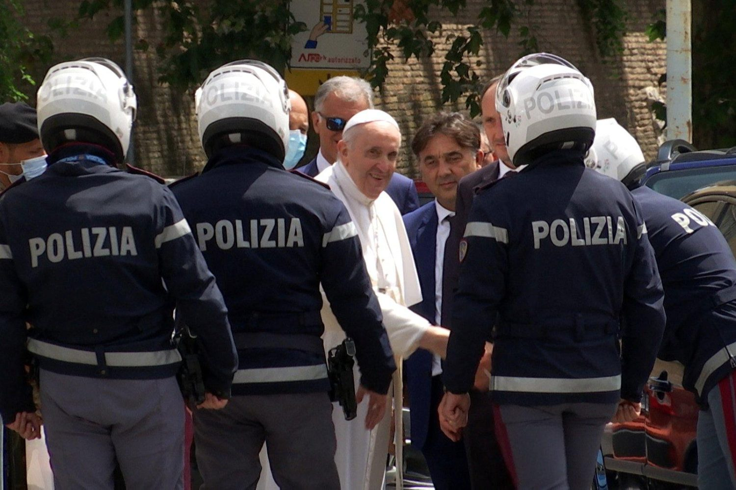 Read more about the article Pope released from hospital, prays at Rome basilica