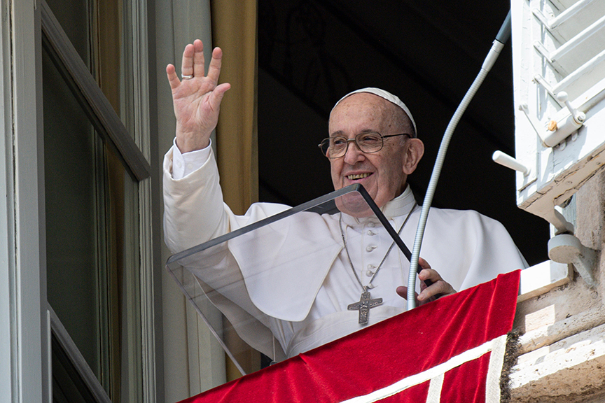 Read more about the article At Angelus, pope warns against using God, others for selfish aims