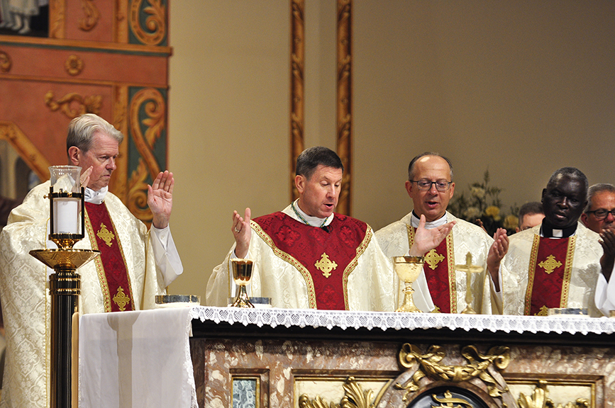 Read more about the article USCCB president tells fiscal managers Eucharistic revival key to Church's future